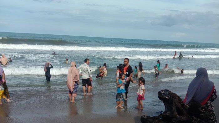 Liburan Berakhir, Warga Padati Lokasi Pantai Ujong Blang Lhokseumawe