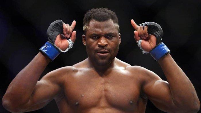 Ditantang Juara Tinju Dunia, Raja Kelas Berat UFC: Jon Jones Dulu, Baru Anda!