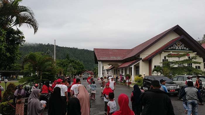 Meski Mendung Peserta Fun Bike dan Fun Walk di Takengon Mulai Padati Lapangan Setdakab Aceh Tengah