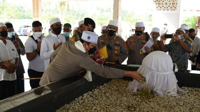 Kapolda Aceh Ziarahi Makam Habib Bugak di Bireuen, Begini Penyambutannya
