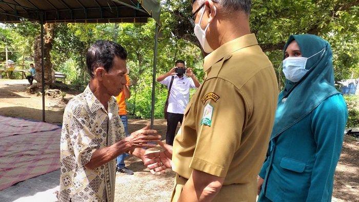 Bupati Bireuen Kunjungi Rumah Orang Tua Kartini yang Meninggal dengan Leher Tergorok