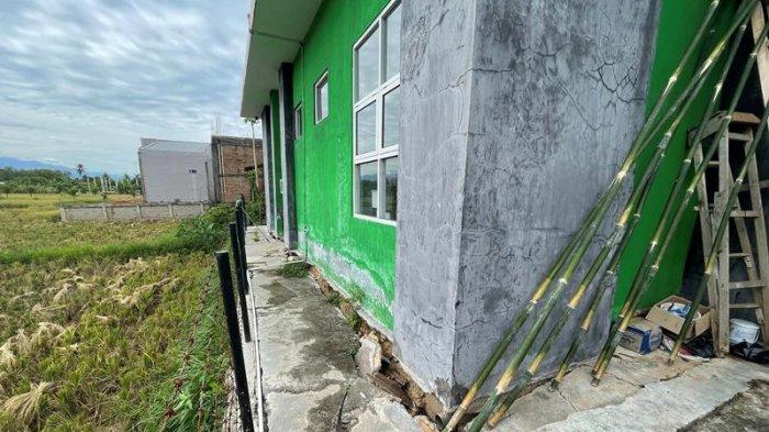 Gedung Baru KUA Susoh Abdya Mulai Rusak dan Terancam Ambruk, Ini Kata Roni Haldi