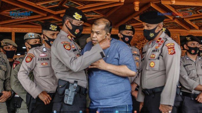 FOTO - GERAM Kembali Datangi Kantor Gubernur Aceh, Gugat Kinerja Plt dan Penggunaan Dana Covid-19 - geram-demo-kantor-gubernur-aceh-2.jpg