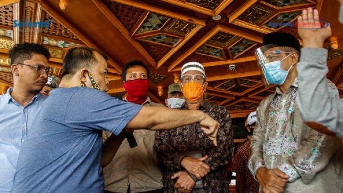 FOTO - GERAM Kembali Datangi Kantor Gubernur Aceh, Gugat Kinerja Plt dan Penggunaan Dana Covid-19 - geram-demo-kantor-gubernur-aceh-6.jpg
