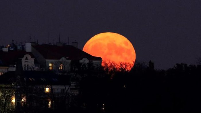 9 Februari 2020 akan Terjadi Gerhana Bulan, Berikut Tata Cara Shalat Khusuf Lengkap dengan Bacaannya