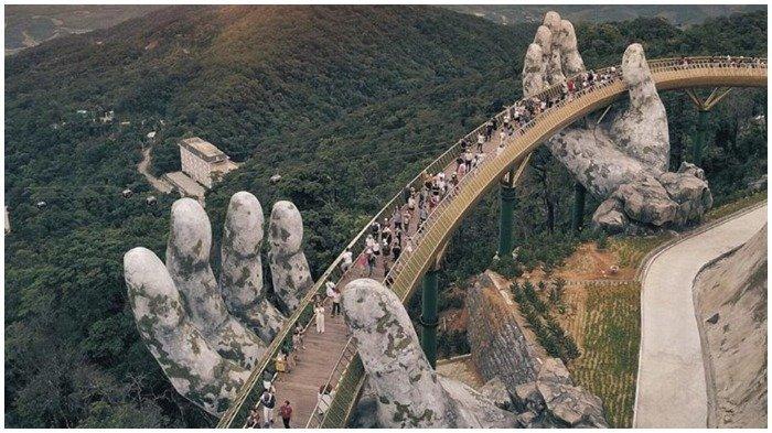 Destinasi Baru di Vietnam, Jembatan Golden Bridge yang Ditopang Telapak Tangan Raksasa