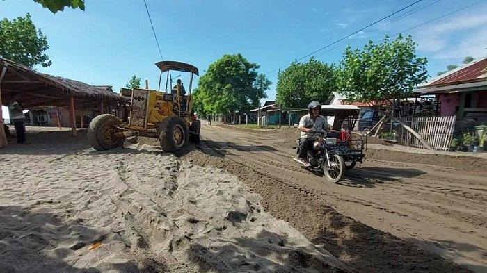 Usai Dibersihkan, Jalan Lintas Pantai Ujong Blang Lhokseumawe Kembali Normal