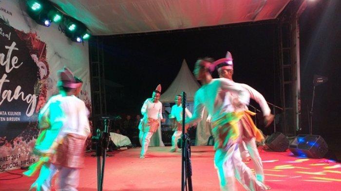 Tarian Seudati Meriahkan Festival Sate di Bireuen