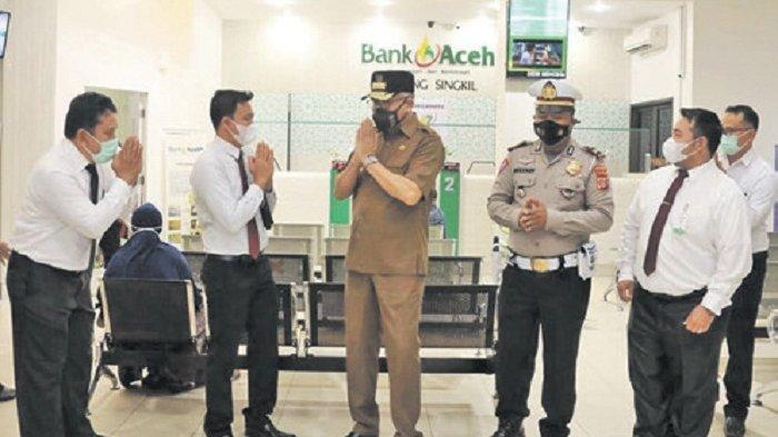 Ditanya Gubernur Nova Iriansyah, Nasabah Puji Layanan Bank Aceh Syariah Cabang Singkil