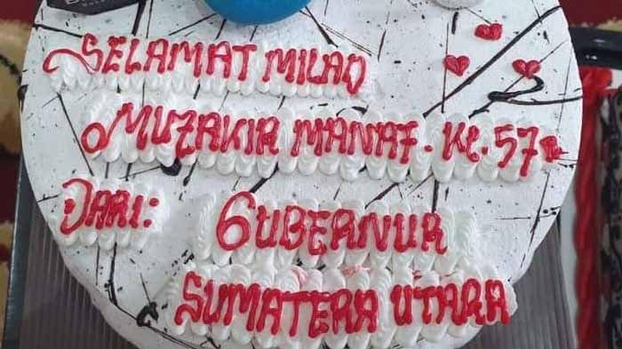 Foto memperlihatkan Gubernur Sumatera Utara Edy Rahmayadi merayakan ulang tahun Muzakir Manaf yang ke-57 tahun diterima Serambinews.com, Minggu (4/4/2021).