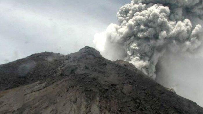 Kondisi Gunung Merapi, Kawah Tertutup Kabut hingga 13 Kali Guguran, Pengungsi Terserang Penyakit