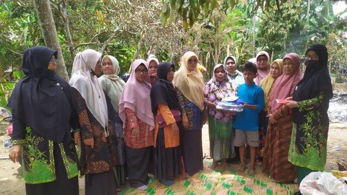 Kepala Sekolah Bersama Guru di Aceh Utara Galang Dana untuk Pelajar yang Rumahnya Terbakar
