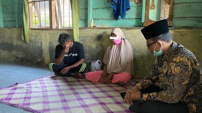 Haji Uma Kunjungi Ibu Muda Korban Pemerkosaan di Aceh Timur