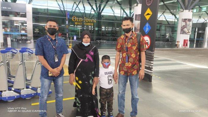 Tim Haji Uma Bantu Pemulangan Satu Keluarga TKI asal Aceh di Malaysia