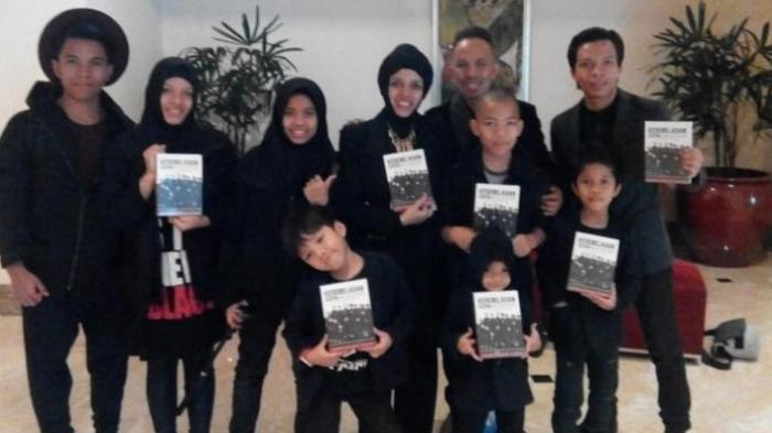 Hebat! Pasutri Ini Keliling Dunia Bersama 11 Anaknya