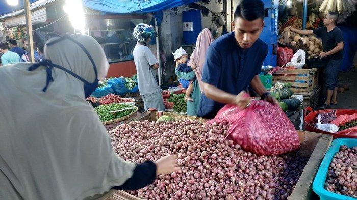Harga Bawang Merah Kalahkan Bawang Putih Impor