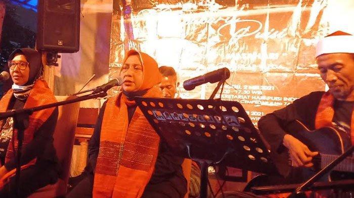 Kelompok Musikasliasi Puisi Deavies Sanggar Matahari Gelar Ngabuburit Puisi dari Kedai Kopi