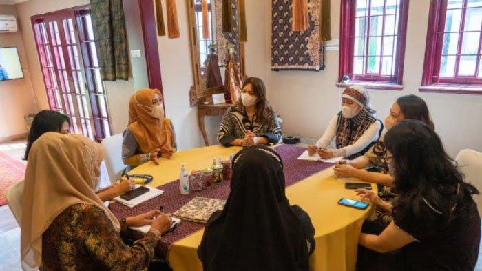 Ketua Dekranasda Aceh Jajaki Pasar Batik Aceh di Tingkat Nasional dan Internasional