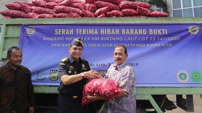 Banda Aceh Terima Bawang Hibah 7,6 Ton dari Bea Cukai Aceh