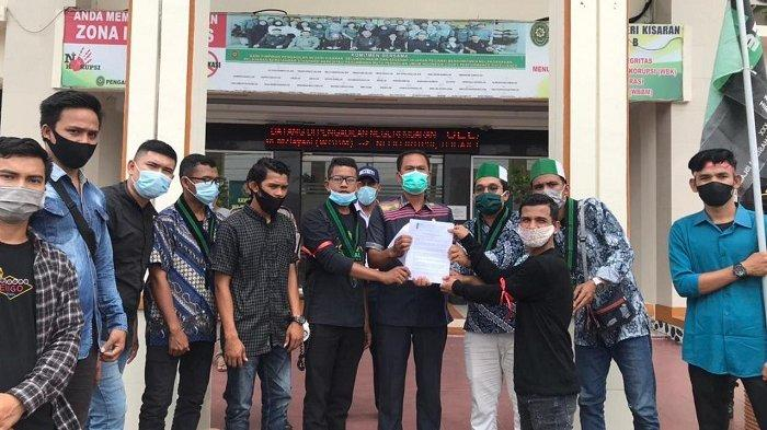 HMI Lhokseumawe Gelar Aksi Damai di PN Kisaran Sumut, Serahkan Pernyataan Sikap & KTP Warga Aceh