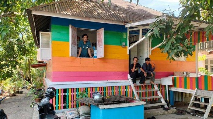 Pengunjung sedang beristirahat di basecamp Gampong Nusa, Kecamatan Lhoknga, Aceh Besar, beberapa waktu lalu