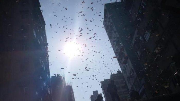 Viral Fenomena Hujan Uang di Hongkong, Hal ini yang Mnjadi Penyebabnya