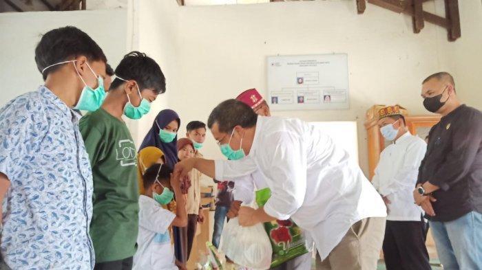 HUT Ke 76, PMI Abdya Bagi 70 Paket Sembako dan Donor Darah