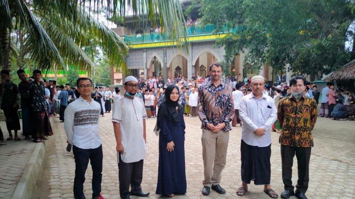 The International Committee of the Red Cross (ICRC) atau Komite Internasional Palang Merah berkunjung ke dayah Darul Ihsan Abu Hasan Krueng Kalee, Darussalam, Aceh Besar, Selasa (6/4/2021)