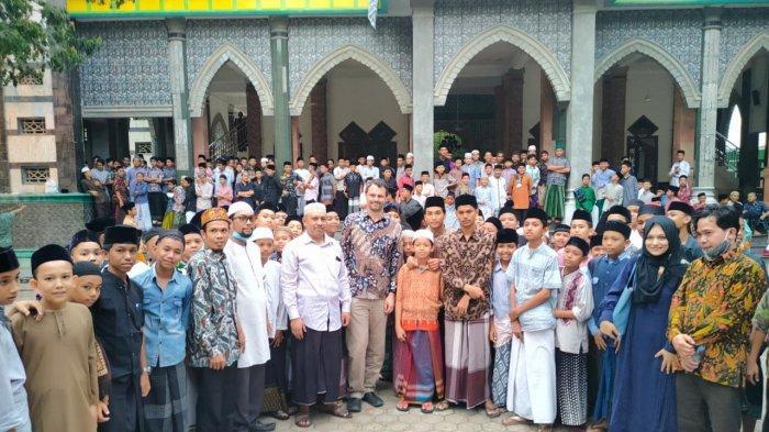 Palang Merah Internasional Kunjungi Darul Ihsan, Bahas Dayah dari Kolonial Belanda Hingga Damai Aceh