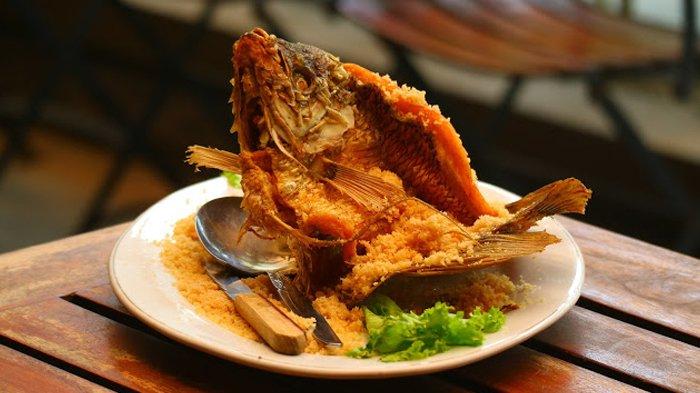 Begini Cara Mengolah Ikan Gurame Agar Tidak Bau Lumpur Ala Restoran