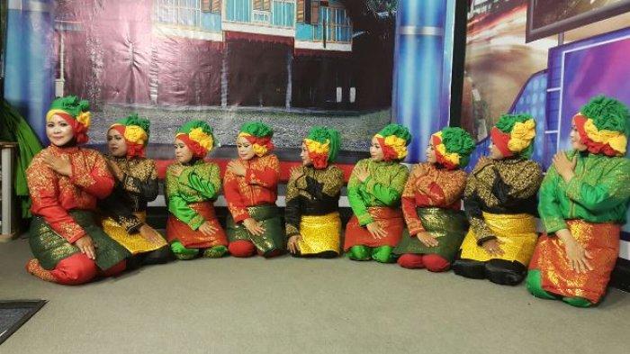 Tarian Ratoh Jaroe IKWI Aceh Semarakkan HPN 2017 di Ambon