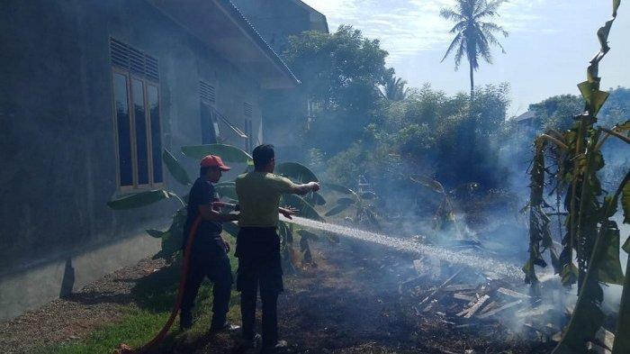 Ilalang di Gampong Rukoh Banda Aceh Terbakar, Api Diduga Dari Pembakaran Sampah
