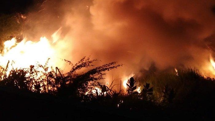 Ilalang di Halaman SKB Lhokseumawe Terbakar, Warga Panik