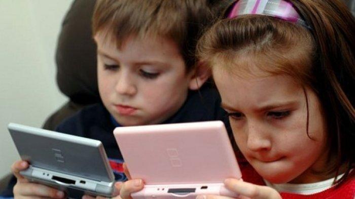 Anak-anak Suka Lihat Gadget? Gunakan Formula Ini untuk Mencegah Merusak Mata Anak Anda