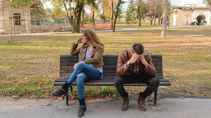 6 Hal Sepele Ini Bisa BikinHubungan dengan Pasanganmu Renggang, Nomor 1 Handphone