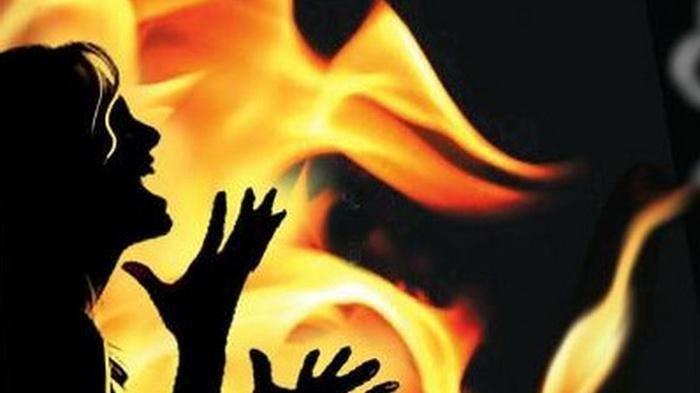 Wanita 53 Tahun Tewas Dibakar Mantan Suami, Pelaku Ikut Terbakar, Disaksikan Bocah 10 Tahun