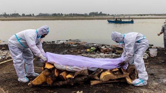 Ratusan Mayat Terkubur Dangkal di Tepi Sungai di India, Puluhan Burung Gagak Mendekati Jasad Warga