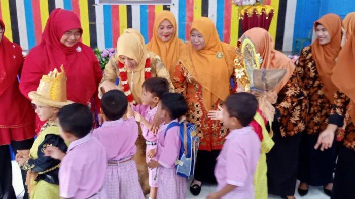 Bunda PAUD Aceh Singkil Temui Anak-anak Pulau Banyak