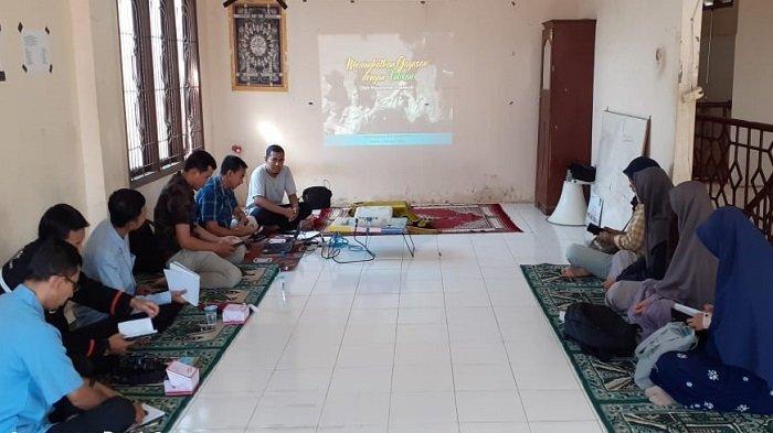 IPAU Latih Pemuda Aceh Menulis Kreatif
