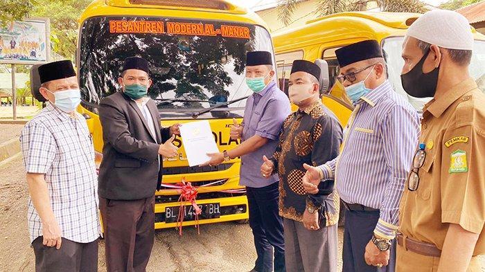 Setelah BOP, Irmawan Kembali Bantu 4 Bus untuk Pesantren di Aceh