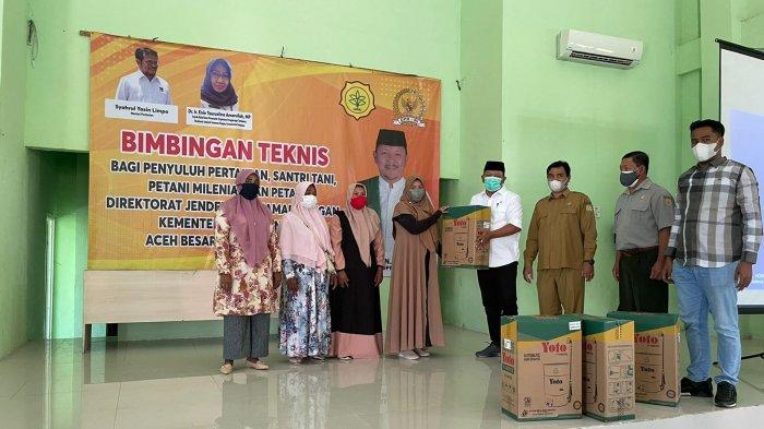 Anggota DPR RI Irmawan Semangati Petani Aceh Besar dan Beri Bantuan Hand Sprayer Elektrik