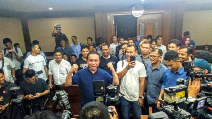 Mana Wartawan Asli, Tunjuk Tangan, Canda Irwandi Sebelum Vonis