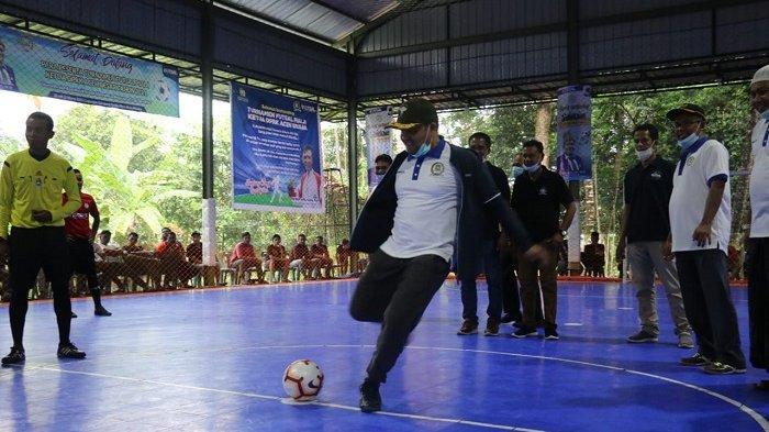 32 Tim Futsal Bertarung Rebut Piala Bergulir Ketua DPRK Aceh Besar