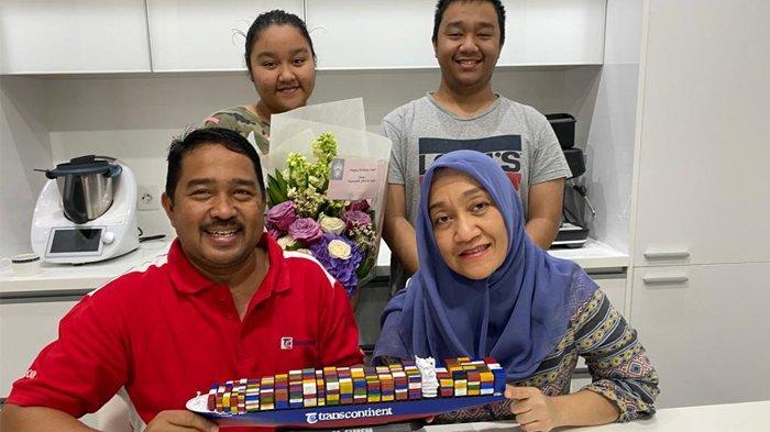 Ultah Ke-53, Ismail Rasyid Dapat Hadiah 'Kapal Kontainer' Berlogo Trans Continent dari Putrinya