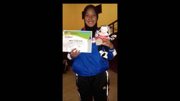 Ini Mahasiswi Aceh Peraih Medali Perak di Kejuaraan Karate Tebing Tinggi Open