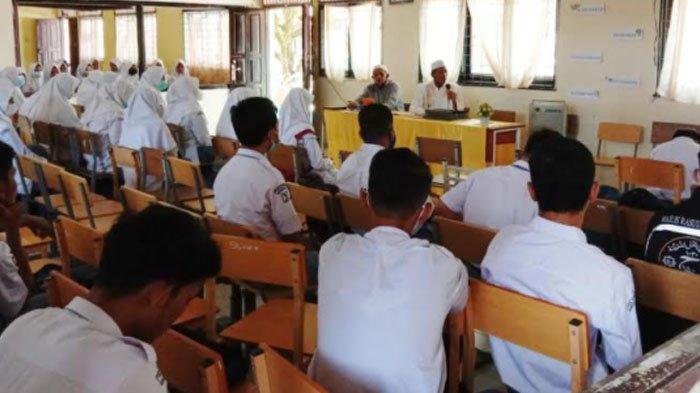 SMAN 1 Seunagan Nagan Raya Hadirkan Tengku Dayah ke Sekolah Selama Ramadhan