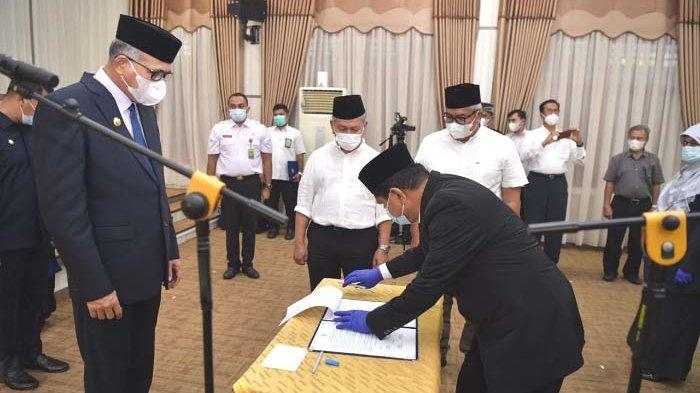Gubernur Lantik 15 Pejabat Eselon II