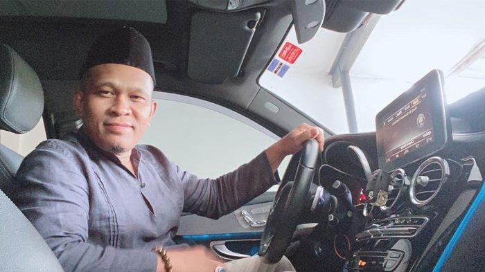 Jafar Insya Reubee di dalam mobilnya. Foto direkam tahun 2021.