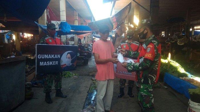 Kodim 0108/Aceh Tenggara Bagikan Masker Kepada Pedagang di Pasar Pagi