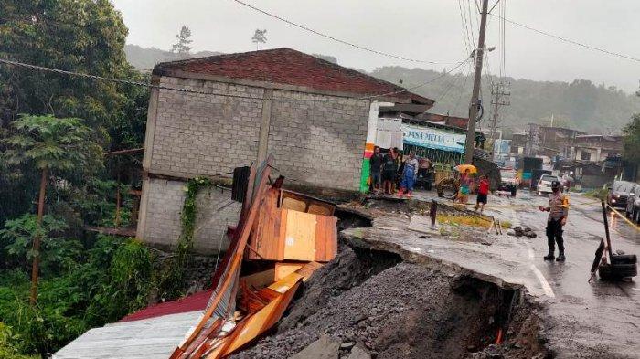 Terkikis Air Hujan, Jalan Nasional Bireuen - Takengon di Lampahan Bener Meriah Amblas, 1 Ruko Roboh